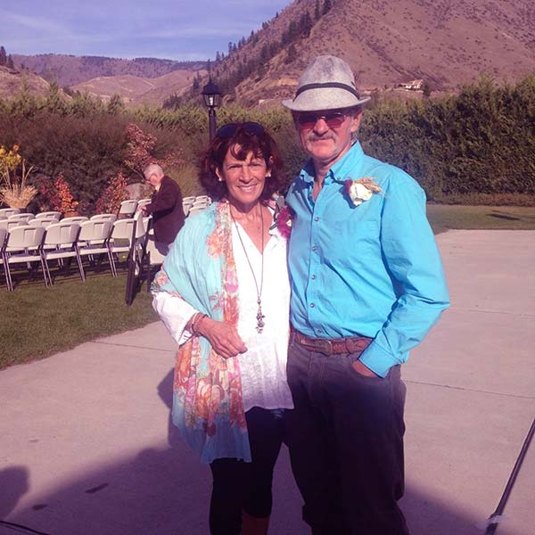 Image of Caption: Atz Kilcher with his wife Bonnie Dupree