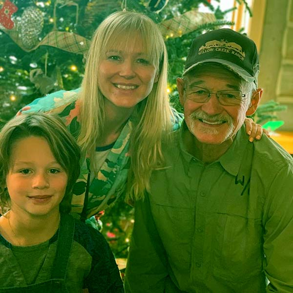 Image of Caption: Atz kilcher with his daughter Jewel and grand son Kase