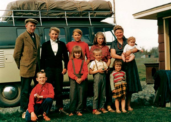 Image of Caption: Ruthe and Yule Kilcher along with their kids