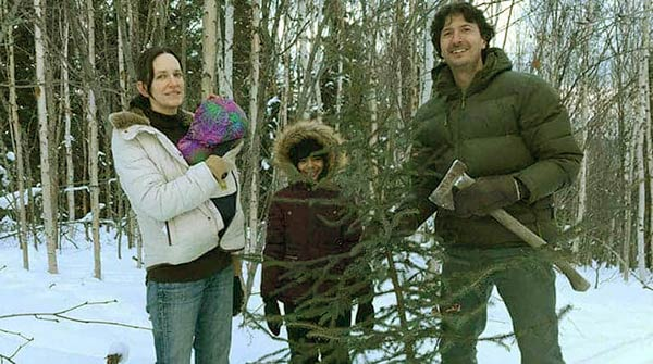 Image of Gleen Villeneuve with his partner Trisha and daughter Amelia and Aagtha